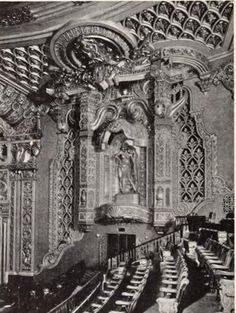 Oriental Theatre, Chicago, IL in 1926 - Central wall above Balcony Theater Chicago, Chicago School, Movie Theater, Oriental Theater, World Theatre, Chicago Buildings, Visit Chicago, Chicago River, Cinema