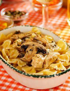 GRAND FRAIS vous propose cette recette Farfalles au poulet et aux champignons pour 6 personnes. Bon appétit !