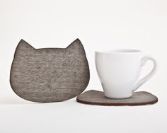 Wooden coaster. Cat coaster for cups. Many color por JuliaWine