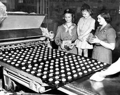 From the Archives: Omaha Girl Scout cookie sale nears in 1949