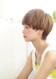大人可愛いマッシュショート | 青山・表参道の美容室 ACQUA omotesandoのヘアスタイル | Rasysa(らしさ)