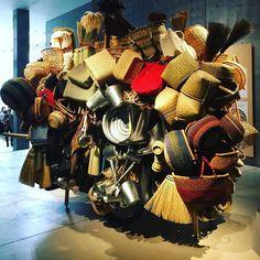 Voilà comment on vendait les objets du quotidien au Japon avant les rayons bien rangés de #muji #tokyo #21_21designsight by levifweekend