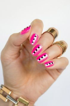 35 Creativos diseños de uñas con puntitos Dot Nail Art, Polka Dot Nails, Pink Nail, Polka Dots, Long Nail Designs, Beautiful Nail Designs, Beautiful Sites, Cute Short Nails, Long Nails
