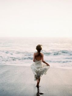 beach ocean sea sand at sunset in California Hawaii island paradise running to the cool water at sunset or sunrise in a dress in the summer sun Poses, Ethereal Wedding, Glamorous Wedding, Beach Bum, Dress Beach, Bikini Beach, Men Beach, Summer Beach, Belle Photo