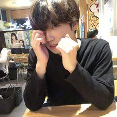 Wow he looks just like Jungkook! I thought this was him at first! (His insta is Jungkook Oppa, Foto Jungkook, Bts Bangtan Boy, Bts Boys, Suga Suga, Jungkook Fanart, Jikook, K Pop, Jeongguk Jeon