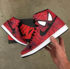 These custom hand painted shoes have been painted with a Spider-Man theme. The sneakers are the classic Jordan 1 Retro shoes. The original Nike basketball shoes. Made in USA. Sneakers Mode, Custom Sneakers, Custom Shoes, Nike Sneakers, Retro Sneakers, Marvel Shoes, Marvel Clothes, Superman Shoes, Dr Shoes