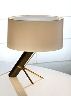 Lampe Londres de Bruno Moinard, Ecart International.
