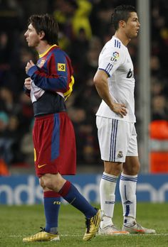 Ronaldo: Who is Better? A Scientific Perspective Messi Vs Ronaldo, Cristiano Ronaldo Lionel Messi, Neymar, Football Is Life, Football Gif, Messi 2010, Soccer Pictures, Motivational Picture Quotes, Football Players