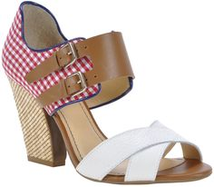 tendências em cores [sapatos]  Marca: Loucos e Santos  Foto fornecida pela assessoria de imprensa da marca.