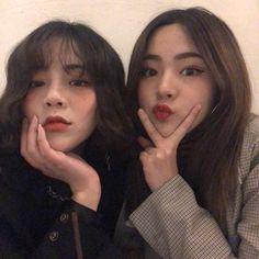 Yoonah and Jael Ulzzang Korean Girl, Cute Korean Girl, Boy And Girl Friendship, Lgbt, Korean Best Friends, Korean People, Girl Couple, Bff Pictures, Best Friend Pictures