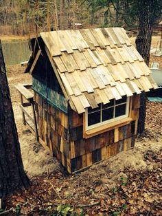 """DIY """"no cost"""" pallet playhouse!"""