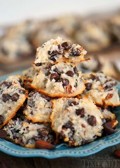 Almond Joy Cookies – Just 4 Ingredients! Almond Joy Cookies – Just 4 Ingredients! Köstliche Desserts, Delicious Desserts, Dessert Recipes, Yummy Food, Delicious Cookies, Best Coconut Cream Pie, Almond Joy Cookies, Almond Joy Cake, Keto