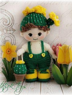 PDF Мастер-класс по вязанию пупса крючком в костюме цветущего кактуса #схемыамигуруми #амигуруми #вязаныеигрушки #вязанаякукла #amigurumipattern #crochetdoll #amigurumidoll Doll Amigurumi Free Pattern, Crochet Doll Pattern, Amigurumi Doll, Crochet Patterns, Knitted Dolls, Crochet Dolls, Homemade Toys, Doll Tutorial, Stuffed Toys Patterns