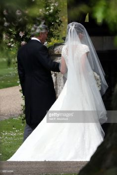 News Photo : Bride Pippa Middleton and her father Michael...