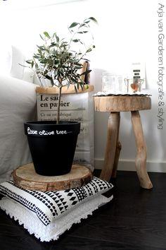 - Coins et recoins - Décoration salon / Living-room - deco Nordic style - La touche d'Agathe - fireplace feu cheminée fur fourrure eames wood bois blanc