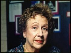 Jean Stapleton, who played Edith Bunker in the groundbreaking 1970s TV comedy All in the Family, has died. She was 90.