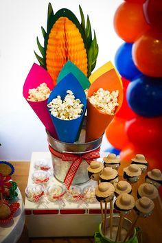 Para comemorar o dia de São João, resolvemos mostrar uma inspiração fofa de festa junina! O aniversário de 2 anos da Maria Luiza foi uma explosão de cor e