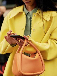 31 Times Queen Letizia Brought Her Regal Style A-Game Spring Handbags, Trendy Handbags, New Handbags, Guess Handbags, Leather Handbags, Fashion Bags, Girl Fashion, Fashion Handbags, Daily Fashion