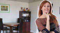 Sophie Ferjani aide Annie à aménager son séjour.