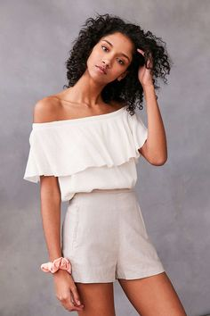 Ecote Winona Ruffle Off-The-Shoulder Top - Urban Outfitters