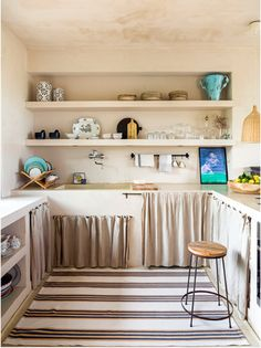 Rustic chic with a Sicilian heart Kitchen Room Design, Modern Kitchen Design, Kitchen Decor, Rustic Kitchen, Country Kitchen, Vintage Home Decor, Diy Home Decor, Deco Cool, Diy Casa