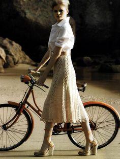 Vanessa Montoro: Crochet skirt, with full pattern.   http://www.pingouin.com.br/website/receitas_interna.php?id=295