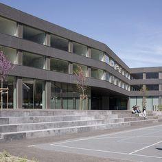 Escuela en Saint-Maurice,© Yves André