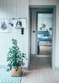 Keeping it real on a Friday with this lovely, relaxed home and studio of Swedish designer Emma Von Brömsson, husband and three children. It's no wonder that someone who designs patterns for fabric, wa Norwegian House, Swedish House, Scandinavian Interior Bedroom, Scandinavian Home, Swedish Decor, Textiles, Beautiful Space, Creative Home, Interior Design Inspiration