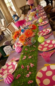 Easter table decor image via Celebrating Life on Facebook at www.facebook.com/CelebratingLifeNow