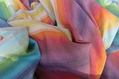Twill weave – 216 g/m² Vakre Boy og Girl vil raskt brytes inn. Vevet i diagonalteknikk av Maya-indianerne, noe som gjør at sjalet er stødig og ikke vil miste fasongen. Alle sjalene og ringslyngene til Girasol er håndvevde i Guatemala av Maya-indianerne. Alle sjalene er laget av 100 prosent bomull, ubehandlet, ikke bleket og fri …
