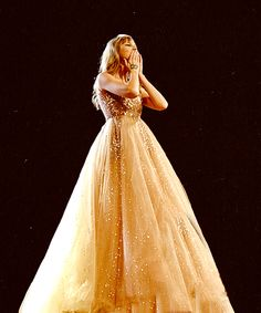 Sometimes I miss when Taylor Swift used to look like a disney princess istead of the modern pop singer she is today