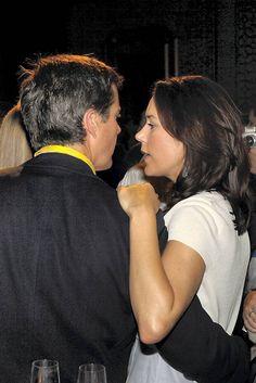 Kronprinsesse Mary og kronprins Frederik i et fortroligt øjeblik under OL i Beijing 2008.