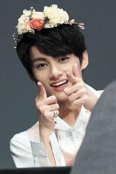 jun   flower crown