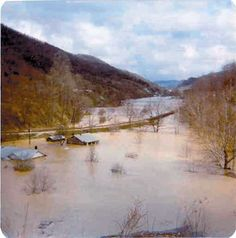 , flood in So many lives were changed. Old Pictures, Old Photos, West Va, Gate City, West Virginia History, Im Coming Home, Picture Places, Virginia Homes, My Old Kentucky Home
