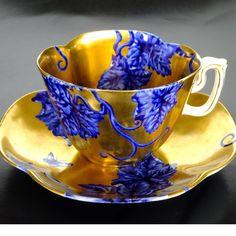 Gold and blue Coalport tea cup Antique Tea Cups, Vintage Cups, Vintage Dishes, Vintage Tea, Tea Cup Set, My Cup Of Tea, Tea Cup Saucer, Tea Sets, Bar Deco