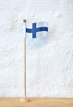 Suomenlippu -tarvikepaketti | Tuulia design. Tekemisen iloa sinulle. Design
