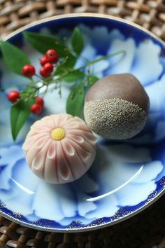 Wagashi One of my favorite Japanese sweets, even if they are a little expensive~ Japanese Treats, Japanese Food Art, Japanese Cake, Japanese Desserts, Cute Food, Yummy Food, Japanese Wagashi, Japanese Tea Ceremony, Asian Desserts