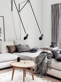 Sofá com luminárias ajustáveis