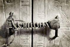 Det obrutna sigillet till Tutankhamons grav i Konungarnas Dal i Luxor