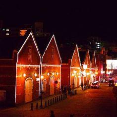 Instagram【shogo.k3x】さんの写真をピンしています。 《函館ベイエリア 金森赤レンガ倉庫(夜景Ver.) #日本 #北海道 #函館 #金森赤レンガ倉庫 #夜景 #夜 #風景 #景色 #写真撮ってる人と繋がりたい #写真 #一眼レフ #japan #hokkaido #hakodate #nightview #night #landscape #landscapes #photography #photo #pentax #camera #follwme》