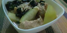 What's a Filipino home without tinolang manok being served on the table? This refreshing chicken broth is a favorite for lunch or dinner all year-round. Yummy Chicken Recipes, Yum Yum Chicken, Easy Recipes, Happy Cook, Green Papaya, Filipino Recipes, Stuffed Hot Peppers, Learn To Cook, Kitchens