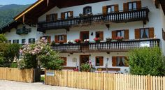 Landpension im Alten Knoglerhof Schleching In the peaceful village of Schleching, this traditional country guest house offers rooms with great views of the Chiemgau Alps as well as free wifi. Ski slopes and cross-country ski trails begin 3 minutes' drive from the guest house.