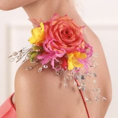 Corsage Ideas - Wrist Corsage - Prom Corsages Homecoming Flowers, Prom Flowers, Bridal Flowers, Alternative Bouquet, Alternative Wedding, Boutonnieres, Prom Corsage And Boutonniere, Wedding Corsages, Wrist Corsage