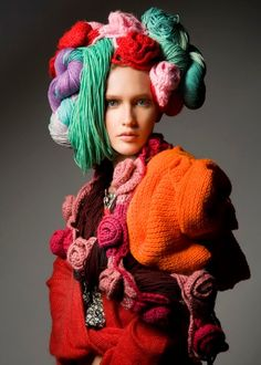 Yarns a Head Be bold with your knits! knitGradneur: Yarns a Head Knitwear Fashion, Knit Fashion, Fashion Art, Fashion Show, Fashion Design, Fashion Beauty, Textiles, Mode Pop, Art Textile