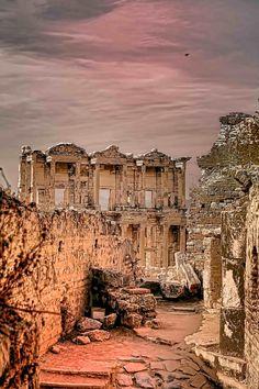 Ruins of Ephesus, Turkey. Biblioteca de Èfeso vista desde adentro