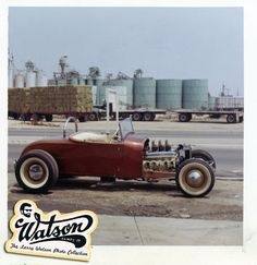 photo of the Delmer Brink/Bill Niekamp Roadster. Now with the Buick engine installed... Look at those hay trucks in the background... I love these old photos.