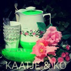 Retro set van limonadekan en bijpassende bekertjes!! www.kaatje-en-ko.com