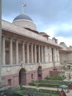 Rashtrapati Bhavan, le palais présidentiel à New Delhi. British Architecture, India Architecture, Colonial Architecture, Architecture Design, Edwin Lutyens, Amazing India, New Delhi, Delhi India, Le Palais