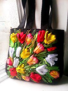 """Вышитая сумочка из атласных лент """"Весенние Тюльпаны"""""""