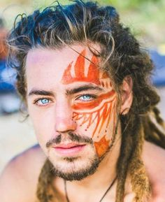 Love the loose dreads where the top has some loose non-dreaded hair.  #dreads #dreadlocks